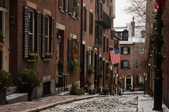 Acorn Street, Boston MA (Guilherme Nicholas) Tags: street winter red sky snow boston architecture digital buildings ma photography nikon stones flag hill historic nicholas acorn winner beacon challenge beginner guilherme beginnerdigitalphotographychallengewinner