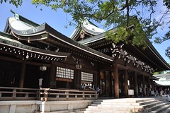 Meiji Shrine on a sunny day (Thorsten Reiprich) Tags: city summer urban travelling sunshine japan asia capital religion shibuya harajuku   tradition  spiritual shinto kanto tokio  honshu