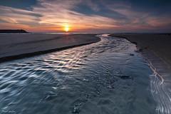 New horizon (Traezh) Tags: bretagne breizh brittany plage beach lestrevet plomodiern sand sable eau sea seascape littoral twilight crépuscule soirée soir soleil sunset rivière rivage stream estran