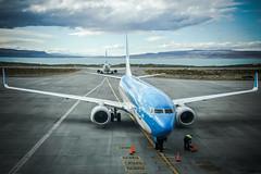 Mirrors (Los Paseos) Tags: airport plane boeing 737 patagonia el calafate airplane aerolineasargentinas fte comandantearmandotolainternationalairport lagoargentino