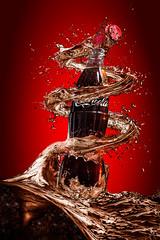 Destapa la Felicidad (Isma Yunta) Tags: coke coca cola cocacola drink bebida food liquid water red studio advertising anuncio branding marketing top roof chapa splash