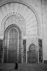 Hassan II Mosque, Casablanca (ReinierVanOorsouw) Tags: canonlens photography reiniervanoorsouw reiniernothere marokko morocco moroc sonya7rii sony sonya7r travel northafrica african arabicafrica roadtrip travelling exposure colours blackwhite blackandwhite black bw desaturated city marrocos марокко casablanca coast الدارالبيضاء mosque moskee anfa sunset カサブランカ citytravel касабланка hassaniimosque grandemosquéehassanii