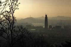 Lotte World Tower (Lig Ynnek) Tags: city seoul southkorea scape namhansanseong loteworldtower