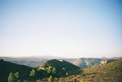 route des crtes, september 2014 (kodacolorframes) Tags: travel mountain france film 35mm landscape lomo lca roadtrip cliffs analogue provence fuji200 cassis calanques laciotat provenal routedescrtes kompactautomat