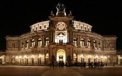 Semper Oper (Dresden) (fotoeins) Tags: travel night canon deutschland eos dresden europa europe nightlights saxony sachsen 6d canonef24105mmf4lisusm henrylee eos6d fotoeins henrylflee fotoeinscom gtm15