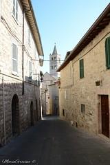 Assisi (Maria Gravina Fotografia) Tags: italia chiesa vicolo assisi umbria