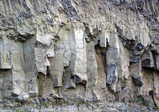 Lower colonnade of the Overhanging Cliff Flow (Junction Butte Basalt, Upper Pliocene, 2.01-2.15 Ma; northeastern Yellowstone National Park, Wyoming, USA) 2