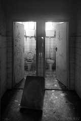 00-1 (invader870) Tags: bw closed doors sink wc toilets 00 urbex abadoned
