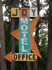 Joy Motel - Eureka Springs, AR (Lon_Donner) Tags: midcentury eurekasprings vintagemotelsigns