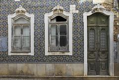 Fachada de Olhão (John LaMotte) Tags: fachada fenêtre puerta porta door deterioro decayed dintel olhão algarve portugal infinitexposure ilustrarportugal
