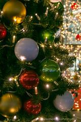 boules italiennes (David-photopixel-bzz) Tags: décoration lumière extérieur boules sapin noël fête paris canon sigma