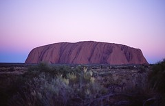 AUSTRALIA AYERS ROCK ULURU MOUNT (patrick555666751) Tags: australiaayersrockulurumount australia ayers rock uluru mount australie oceanie red center centre rouge montagne muntanya mountain territoire du nord northern territory sunset coucher de soleil flickr united award heart group