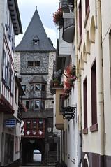 Münzturm, Auf der Münze, Bacharach, landkreis Mainz-Bingen, Rhénanie-Palatinat, Allemagne. (byb64) Tags: bacharach rhénaniepalatinat allemagne deutschland germany germania alemania rfa europe europa eu ue valléedurhin rhin rhine rhein valledelreno reno rheinlandpfalz rhinelandpalatinate renaniapalatinado renaniapalatinato rue street via calle strasse maisons colombages halftimberedhouse casa case haus house maisonàpansdebois