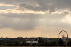Jahrmarkt (Tom Zander) Tags: wiesenmarkt eisleber wiese wiesen landschaft rummel jahrmarkt kirmes landscape nikon nikkor d5100 tom zander wolke wolken cloud clouds sky himmel sonnenstrahlen sonnenuntergang sonnenaufgang sunrise sunset riesenrad mansfelder land mansfeld südharz