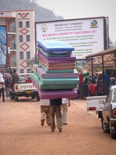 Y'en a un qui va bien dormir! Kigali, Rwanda