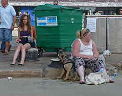 Beauty spot (Andy WXx2009) Tags: candid people sitting dogs streetphotography eating bags drinking cardiff girls urban europe wales men women femme dumpsters pavement brunette style bigwoman fashion shorts legs sexy trash street