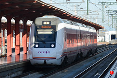 08ene17-0418 (Tinico Jones) Tags: chamartín renfe trena цягнік vlak влак tren tog trein rong juna train bahn τρένο vonat traein treno vilciens traukinys воз ferrovija pociąg trem tåg поїзд trên estacióndemadridchamartín 599 serie599