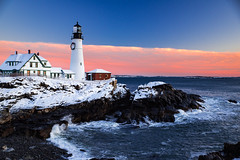 crashing the coast (almostsummersky) Tags: horizon lighthouse portlandheadlight snowfall sunrise winter winterstorm dawn maine snow fortwilliamspark morning water ocean rocks travel waves atlanticocean fortis sky park rocky coast cliff clouds capeelizabeth unitedstates us