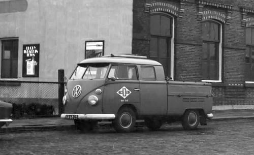 "XA-68-25 Volkswagen Transporter dubbelcabine 1967 ""Nederlandse Spoorwegen"" • <a style=""font-size:0.8em;"" href=""http://www.flickr.com/photos/33170035@N02/32374050690/"" target=""_blank"">View on Flickr</a>"