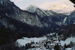 (Kkeina) Tags: winter snow mountains cold film analog 35mm 50mm austria town europe olympus manual om om1
