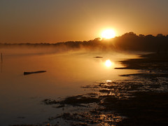 Kamayura dawn  .  .  . (ericrstoner) Tags: lake sunrise lago dawn alvorada kuarup kamayura kamaiura parqueindígenadoxingu lagoipavu