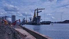 Spoorzoeken in de Westhaven 2 (Peter ( phonepics only) Eijkman) Tags: city haven holland netherlands amsterdam harbour nederland noordholland nederlandse