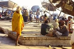 Sadu Walking About (qatbart) Tags: india varanasi sadu