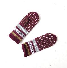 1950s-60s burgundy Norwegian wool mittens (Small Earth Vintage) Tags: smallearthvintage vintagemittens vintagegloves accessories norwegianmittens handknitmittens woolmittens scandinavian nordic