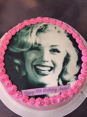 Marilyn Monroe cake by Vicki, Santa Cruz, CA, www.birthdaycakes4free.com