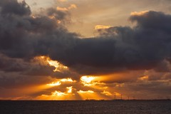 Abendhimmel ber dem Dollart (frodul) Tags: wasser himmel landschaft natur ostfriesland wolken rheiderland dollart sonne sonnenuntergang abendstimmung jemgum ni deutschland niedersachsen ditzum