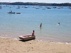 Bretagne. Saint Suliac. Beach (Traveling with Simone) Tags: ocean sea people france beach children landscape fun boats boat seaside sand outdoor shore canonpowershot saintsuliac