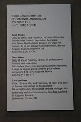 Rmischer Kindergrabstein - Grabstein aus Kalkstein aus dem 1 Jahrhundert nach Christus ( Rmisches Fundstck - Rmer ) der ehemaligen Rmerstadt Augusta Raurica ausgestellt im Rmermuseum Augst im Kanton Basel Landschaft der Schweiz (chrchr_75) Tags: christoph hurni schweiz suisse switzerland svizzera suissa swiss chrchr chrchr75 chrigu chriguhurni juli 2015 hurni150728 chriguhurnibluemailch juli2015 albumzzz201507juli albumrmerstadtaugustaraurica albumrmerinderschweiz rmer rmisch augusta raurica rmerstadt stadt city ville ruinen rmisches rmische reich imperium romanum romain geschichte history helvetier helvetien ruine sveitsi sviss  zwitserland sveits szwajcaria sua suiza