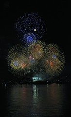 July 4th Fireworks on Lake Union (Greg Vierra) Tags: fireworks celebration lakeunion rockets explosions 4thofjuly finale independenceday 4thofjulyfireworksonlakeunion