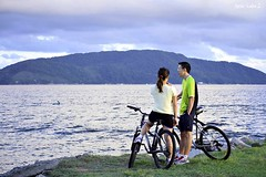 Four wheels move the body. Two wheels move the soul. - unknown (Maria Luiza S) Tags: byke bicicleta blue azul couple casal