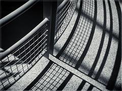 Structure VG (véroniquegresse) Tags: ballustrade géométrie ombre fer courbe