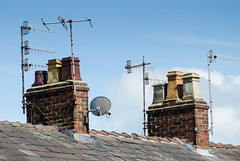 #cheshire #chimneys #patterns #fascinating #rows #rooftops #architecture #trapez #form #sunday #may (exting) Tags: architecture rooftops patterns sunday may form chimneys fascinating trapez