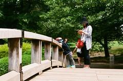 Childhood (Thomas T. H. Chan) Tags: park childhood japan zeiss children t shinjuku child contax gyoen 45mm shinjukugyoen planar contaxg1 contaxg contaxg45 shinjukugyoennationalgarden