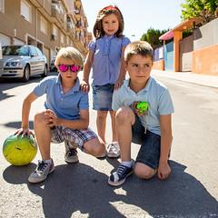 _MG_3827w (José Carlos Zafón) Tags: sol canon calle retrato flash dia niños niña grupo gafas strobist eos6d