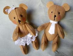 ursinhos_02 (Um a Um / Artes) Tags: original handmade beb feltro bonecos feitoamo