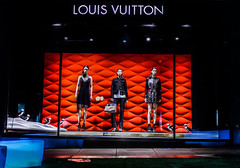 louis vuitton winter 2017 (pbo31) Tags: sanfrancisco city night color california nikon d810 winter january 2017 boury pbo31 urban unionsquare shopping holiday season christmas stocktonstreet window black red louisvuitton fashion style dummy mannequin