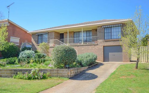 19 Keevil Drive, Young NSW 2594