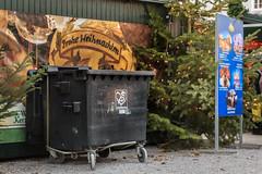 Der Abfallservice wünscht frohe Weihnachten (Fotos4RR) Tags: froheweihnachten merrychristmas merryxmas weihnachten christmas xmas mülltonne waste wastecontainer weihnachtsmarkt christmasmarket salzburg österreich austria
