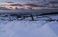 Snowdrift III (l4ts) Tags: landscape derbyshire peakdistrict darkpeak goldenhour sunset snow snowdrifts drystonewalls rushupedge chinley ecclespike cloudscape