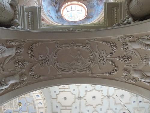 Dekoracja przejścia do kaplicy Różańcowej