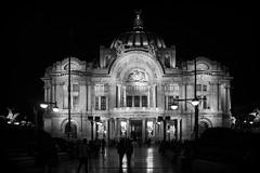 Diario de una ciudad. (Luis Ann) Tags: blancoynegro mxico noche bellasartes ciudad desaturacin