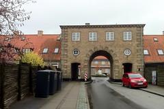 Gentofte - Porten, Rygårds Allé (1921-24) (annindk) Tags: hellerup housing bins