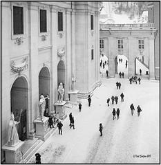 Jedermann im Schnee_Rolleiflex 3.5B (ksadjina) Tags: 12min 6x6 austria domplatz kodaktmax400pushed800 rodinal rolleiflex35b salzburg schnee schneegestöber silverfast analog blackwhite film scan