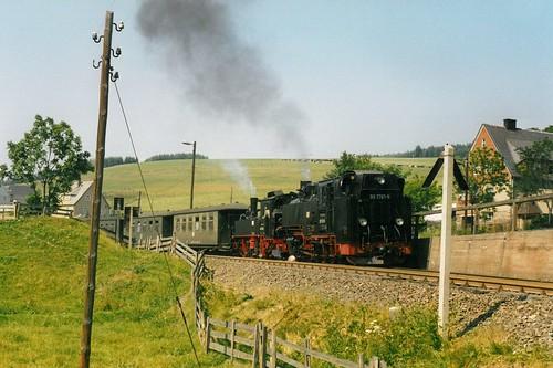 DR: 99 1781-6 und 99 1608-1 mit Personenzug nach Cranzahl bei Hammerunterwiesenthal