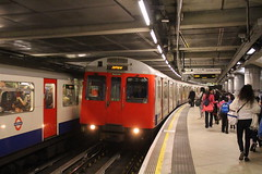 7033 (matty10120) Tags: london westminster station train underground d transport stock rail railway class withdrawal trein 7033