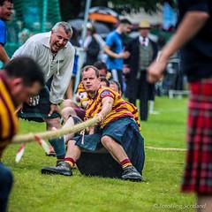 Tug o' war at Loch Lomond (FotoFling Scotland) Tags: balloch event highlandgames lochlomondhighlandgames scotland tug0war kilt meninkilts rope tartan